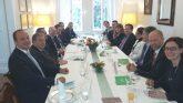 Kanálcsörgés és felelős üzleti magatartás – üzleti ebéd a holland nagykövetnél